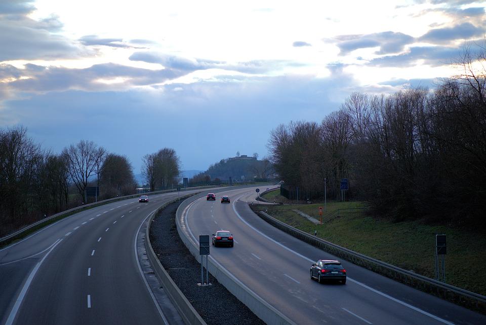 auta na silnici
