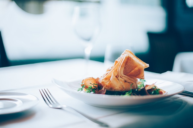 vidlička, talíř, jídlo