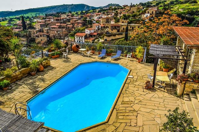 hranatý bazén