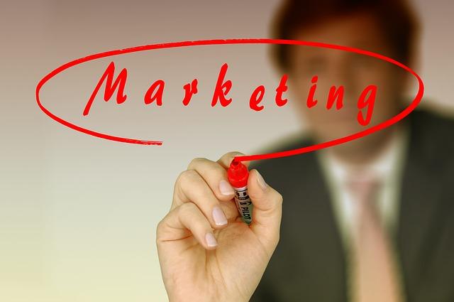 červeně marketing.jpg