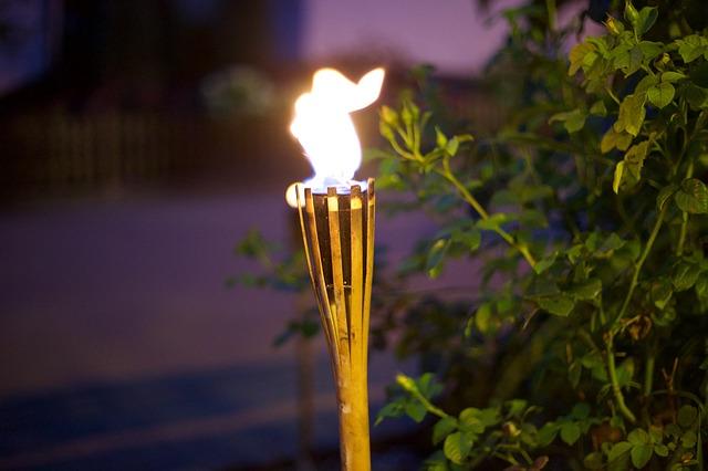 zapálená pochodeň